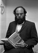 Lenni Brenner, London 1983. the American Jewish activist and writer with his book 'Zionism in the Age of Dictators' which alleged that Zionist leaders collaborated with fascism, particularly Nazi Germ... - NLA - 1980s,1983,activist,ACTIVISTS,Age,American,americans,author,authors,BAME,BAMEs,BME,bmes,book,books,campaigner,campaigners,collaboration with fascism,diversity,ethnic,ethnicity,FACISM,FACIST,Far Right,