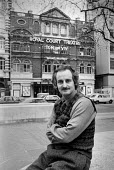 Max Stafford-Clark artistic director of the Royal Court Theatre, London 1985 - Peter Arkell - 1980s,1985,ACE,adult,adults,artistic director,Arts,Court,Culture,director,directors,London,male,man,MATURE,Max Stafford-Clark,men,people,person,persons,Royal Court Theatre,theatre,THEATRES