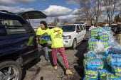 Flint, Michigan USA: World Water Day volunteers distributing 12 truckloads of bottled. The water supply was contaminated with lead nearly five years ago - Jim West - 2010s,2019,American,americans,assisting,AUTO,AUTOMOBILE,AUTOMOBILES,bottle,bottled water,bottles,car,cars,contaminated,contamination,distributing,distribution,drinking water,ENI,environment,environmen