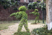 Soldiers shooting topiary, Amritsar massacre site, Jallianwala Bagh, India. Troops of the British Indian Army under the command of Colonel Reginald Dyer fired rifles into a crowd of Indians who had ga... - Martin Mayer - 31-10-2018
