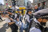 Police eviction of Extinction Rebellion climate change campaigners, occupation of Oxford Circus, London. - Jess Hurd - 19-04-2019