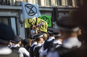 Police eviction of Extinction Rebellion climate change campaigners, occupation of Oxford Circus, London. - Jess Hurd - 2010s,2019,activist,activists,adult,adults,against,arrest,ARRESTED,ARRESTING,blocking,CAMPAIGN,campaigner,campaigners,CAMPAIGNING,CAMPAIGNS,civil disobedience,climate change,CLJ,DEMONSTRATING,demonstr