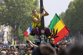 Paris, May Day, Yellow Vest and trade unions protest, International Workers Day, France - Jess Hurd - 2010s,2019,activist,activists,adult,adults,against,CAMPAIGN,campaigner,campaigners,CAMPAIGNING,CAMPAIGNS,cannabis,DEMONSTRATING,Demonstration,DEMONSTRATIONS,DRUG,DRUGS,flag,flags,France,french,GILETS