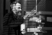 Artist Victor Pasmore working in his London studio 1965Artist Victor Pasmore working in his London studio 1965Artist Victor Pasmore working in his London studio 1965Artist Victor Pasmore working in hi... - Romano Cagnoni - 17-04-1965