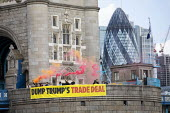 Global Justice Now Dump Trump's Trade Deal banner drop, Tower Bridge, London as his state visit begins. A free trade deal between the USA and the UK is likely to include all the elements of the earlie... - Jess Hurd - 2010s,2019,activist,activists,against,anti,banner,Banner drop,banners,bridge,bridges,CAMPAIGNING,CAMPAIGNS,cities,City,DEMONSTRATION,Donald Trump,Dump Trump�s trade deal,Flare,Flares,GJN,Global Jus