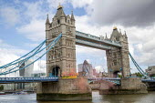 Global Justice Now Dump Trump's Trade Deal banner drop, Tower Bridge, London as his state visit begins. A free trade deal between the USA and the UK is likely to include all the elements of the earlie... - Jess Hurd - 03-06-2019