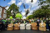 Families and friends of those who died in the Grenfell fire releasing doves on the 2nd anniversary, Kensington, London. - Jess Hurd - 14-06-2019