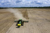 Chipola Park, Florida, USA: Farmer drilling a field for planting peanuts - Jim West - 14-09-2017