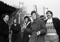 Magnavox equal pay strike 1977. Women workers picket, Barking, Essex - John Sturrock - 27-01-1977