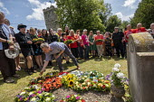 Mark Serwotka, PCS laying a wreath at the grave of on the grave of James Hammett, Tolpuddle Martyrs Festival, Dorset. - Jess Hurd - 21-07-2019