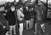 Strike at British Leyland plant, Cowley, Oxford, 1984 over cuts an redundancies - NLA - 1980s,1984,AUEW,bicycle,bicycles,BICYCLING,Bicyclist,Bicyclists,BIKE,BIKES,BL,British Leyland,carworkers,Cowley Oxford,cuts,cycle,cycles,cycling,Cyclist,Cyclists,DISPUTE,disputes,early morning,FACTORI