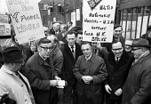 Leonard Woodstock (L), leader of the American UAW union on the picket line, Ford, Dagenham, Essex, 1971 strike for higher wages. - NLA - 1970s,1971,AFL CIO,AFL-CIO,American,americans,auto,automotive,Automotive Industry,Car Industry,carindustry,Dagenham,DISPUTE,disputes,EARNINGS,Essex,FACTORIES,factory,Ford,gate,gates,Income,Industrial
