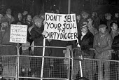 Picket line Wapping dispute, East London, 1986 - Peter Arkell - 28-02-1986