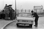 Joint Army-police operation occupying Heathrow Airport 1974 set up road blocks in response to a security threat from the IRA - Peter Arkell - 26-06-1974
