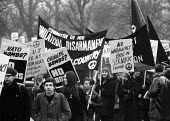 CND Easter Peace March 1964 leaving London for Aldermaston Atomic Weapons Research EstablishmentCND Easter Peace March 1964 leaving London for Aldermaston Atomic Weapons Research EstablishmentCND East... - Romano Cagnoni - peace movement,1960s,1964,activist,activists,against,Anti War,Antiwar,banner,banners,Campaign for nuclear disarmament,CAMPAIGNING,CAMPAIGNS,CND,Committee of 100,DEMONSTRATING,Demonstration,leaving,Lon