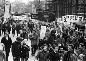 CND Easter Peace March 1964 leaving London for Aldermaston Atomic Weapons Research EstablishmentCND Easter Peace March 1964 leaving London for Aldermaston Atomic Weapons Research EstablishmentCND East... - Romano Cagnoni - peace movement,1960s,1964,activist,activists,against,Anti War,Antiwar,banner,banners,Campaign for nuclear disarmament,CAMPAIGNING,CAMPAIGNS,CND,Committee of 100,DEMONSTRATING,Demonstration,H Bomb,leav