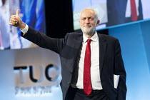 Jeremy Corbyn speaking, TUC Congress, Brighton 2019. - Jess Hurd - 2010s,2019,Brighton,Conference,conferences,Jeremy Corbyn,Labour Party,member,member members,members,MP,MPs,POL,political,politician,politicians,Politics,SPEAKER,SPEAKERS,speaking,SPEECH,trade union,tr
