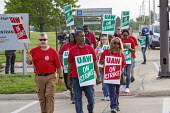 Detroit, Michigan, USA: striking UAW workers picketing GM Detroit-Hamtramck Assembly Plant on the first day of their strike. The plant is one of those that GM says it will close. The strike's main iss... - Jim West - 1st,2010s,2019,AFL CIO,AFL-CIO,America,Assembly,automotive,Black and White,bme,Car Industry,carindustry,CLOSED,closing,closure,closures,Detroit,Detroit-Hamtramck Assembly Plant,DISPUTE,disputes,EARNIN