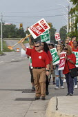 Detroit, Michigan, USA: striking UAW workers picketing GM Detroit-Hamtramck Assembly Plant on the first day of their strike. The plant is one of those that GM says it will close. The main issues in th... - Jim West - 1st,2010s,2019,AFL CIO,AFL-CIO,America,american,americans,Assembly,automotive,Black and White,bme,Car Industry,carindustry,CLOSED,closing,closure,closures,Detroit,Detroit-Hamtramck Assembly Plant,DISP