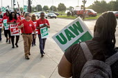 Detroit, Michigan, USA: striking UAW workers picketing GM Detroit-Hamtramck Assembly Plant on the first day of their strike. The plant is one of those that GM says it will close. The main issues in th... - Jim West - 1st,2010s,2019,AFL CIO,AFL-CIO,African American,African Americans,America,american,americans,Assembly,automotive,BAME,BAMEs,black,Black and White,BME,bmes,Car Industry,carindustry,CLOSED,closing,closu