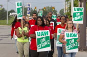 Detroit, Michigan, USA: striking UAW workers picketing GM Detroit-Hamtramck Assembly Plant on the first day of their strike. The plant is one of those that GM says it will close. The main issues in th... - Jim West - 1st,2010s,2019,AFL CIO,AFL-CIO,African American,African Americans,America,american,americans,Assembly,automotive,BAME,BAMEs,BEMM,BEMMS,black,Black and White,BME,bmes,Car Industry,carindustry,CLOSED,cl