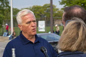 Detroit, Michigan, USA: UAW Vice Pres Terry Dittes talking to reporters. Striking UAW workers picketing GM Detroit-Hamtramck Assembly Plant on the first day of their strike. The plant is one of those... - Jim West - 16-09-2019