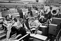 Women working, Launderette, Fulham Public baths, 1980, London, facing closure - Martin Mayer - 21-04-1980