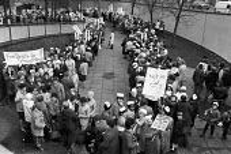Birmingham 1984 School dinner ladies protest for free school meals and against privatisation - NLA - 27-03-1984