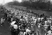 First London marathon setting off from Greenwich, 1981. Sponsored by Gillette - NLA - 1980s,1981,1st,amateur,amateurs,cities,City,First,First London marathon,highway,hobbies,hobby,hobbyist,leg,legs,Leisure,LFL,LIFE,London,long distance,marathon,marathons,PEOPLE,PHYSICAL,race,RECREATION