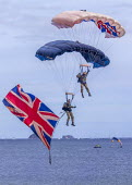 The Tigers Freefall British Army Parachute Display Team, Torbay Airshow 2017 - Paul Box - 2010s,2017,aerial display,aerial displays,aerial stunt,aerial stunts,aerobatic,aerobatics,air show,air shows,air transport,Airshow,AIRSHOWS,Display,displays,flag,flags,Leisure,LFL,LIFE,military,Parach