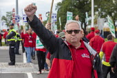 Warren, Michigan, USA: UAW picketing GM Technical Center in the fourth week of their strike. The strike's main issues include plant closings, wages, the two-tier pay structure, temporary workers, and... - Jim West - 2010s,2019,4th,AFL CIO,AFL-CIO,automotive,Car Industry,carindustry,DISPUTE,disputes,EARNINGS,FEMALE,fourth,General Motors,GM,Industrial dispute,member,member members,members,Michigan,midwest,paid,pay,