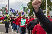 Warren, Michigan, USA: UAW picketing GM Technical Center in the fourth week of their strike. The strike's main issues include plant closings, wages, the two-tier pay structure, temporary workers, and... - Jim West - 2010s,2019,4th,AFL CIO,AFL-CIO,African American,African Americans,automotive,BAME,BAMEs,black,Black and White,BME,bmes,Car Industry,carindustry,DISPUTE,disputes,diversity,EARNINGS,ethnic,ethnicity,FEM