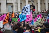 Extinction Rebellion climate activists defy the police ban on London protest. Save our Planet: Save our right to peaceful protest. Trafalgar Square. - Jess Hurd - 16-10-2019