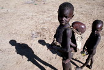 Ugandan children displaced by famine Amudat Karomojong District, Uganda, 1980 - Masanori Kobayashi - 1980,1980s,africa,camp,camps,child,CHILDHOOD,children,desert,DIA,disaster,DISASTERS,displaced,displacement,drought,east africa,excluded,exclusion,famine,famine malnourished hunger hungry,HARDSHIP,home