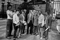 Jeremy Corbyn on picket line (2nd R) Tam Dalyell, Dennis Skinner (C) No. 7 Rolls Buildings, High Court complex, Fetter Lane, City of London - NLA - 1980s,1985,Buildings,cities,City,City of London,Court,Dennis Skinner,DISPUTE,DISPUTES,Fetter Lane,High Court,Jeremy Corbyn,Labour Party,London,member,member members,members,No.7 Rolls Buildings,picket
