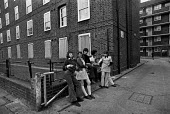 Teenagers, Harlowe House, Hackney 1973. Council estate, London - Martin Mayer - 01-05-1973