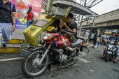 Manila, Philippines: motorcycle taxi driver waiting for a fare - David Bacon - 27-09-2019