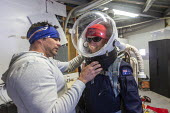 Hanksville, Utah USA: Mars Desert Research Station. Researchers simulate living on Mars. 'Expedition Boomerang' brought Australian researchers to the station. Steve Whitfield helps Dr. Shane Usher int... - Jim West - 13-11-2019
