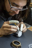 Colorado, USA. Workers making watches by hand, Vortic Watch Company. The company salvages and restores antique pocket watches, making them into expensive wrist watches - Jim West - 14-11-2019