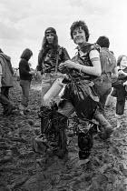 Hippies in mud, Reading Pop Festival 1977 - NLA - 28-08-1977