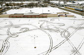 Michigan, USA, tyre tracks in the snow of an empty parking lot, closed KMart store, one of many that have closed under competition from online retailers and as a result of declining incomes - Jim West - 23-01-2020