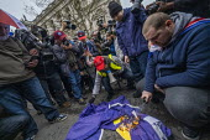Burning the EU Flag, Brexit Day, Westminster, London. - Jess Hurd - 2020,2020s,activist,activists,against,Brexit,Brexit Day,burn,burning,BURNS,camera,cameras,CAMPAIGNING,CAMPAIGNS,DEMONSTRATING,demonstration,employee,employees,Employment,EU,European Union,flag,flags,I