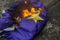 Burning the EU Flag, Brexit Day, Westminster, London. - Jess Hurd - 2020,2020s,activist,activists,against,Brexit,Brexit Day,burn,burning,BURNS,CAMPAIGNING,CAMPAIGNS,DEMONSTRATING,demonstration,EU,European Union,flag,flags,Independence,leave,London,nationalism,national