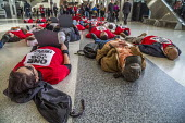 San Francisco International Airport, USA, UNITE HERE service workers protest low pay and the failure of employers to agree a fair contract. The workers, who prepare food for airlines, die-in, laying d... - David Bacon - 14-02-2020
