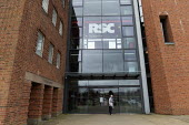 Elderly tourist, Royal Shakespeare Theatre closed due to Coronavirus, Stratford upon Avon, Warwickshire. Infection risk - John Harris - 17-03-2020