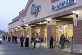 Grosse Pointe Woods, Michigan USA. Elderly, most wearing face masks, queuing for the opening of a Kroger supermarket. Because of the coronavirus pandemic, the first hour after opening is reserved for... - Jim West - 1st,2020,2020s,adult,adults,age,ageing population,America,bought,buy,buyer,buyers,buying,cities,City,commodities,commodity,consumer,consumers,contagious,corona virus,coronavirus,covid-19,customer,cust