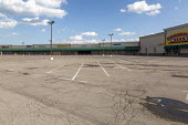 Detroit, Michigan USA. Coronavirus Pandemic. Empty parking lot, closed stores shopping mall. Nonessential businesses closed - Jim West - 08-04-2020