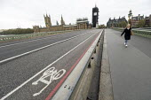 Coronavirus pandemic. Empty streets, Bank Holiday Monday with no tourists, Westminster Bridge,Houses of Parliament, London - Jess Hurd - 2020,2020s,Bank,Bank Holiday,BANKS,bridge,bridges,cities,City,coronavirus,covid-19,cycle lane,disease,DISEASES,empty,epidemic,HEA,Health,Holiday,holiday maker,holiday makers,holidaymaker,holidaymakers