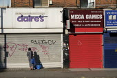 Coronavirus pandemic. Closed shops, Kilburn, London - Philip Wolmuth - 20-04-2020