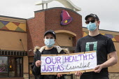 Michigan, USA. Coronavirus pandemic. Workers demanding greater protection, Taco Bell fast food restaurant. They delivered a petition to management demanding: more staff to keep the restaurant clean; d... - Jim West - activist,activists,against,America,CAMPAIGNING,CAMPAIGNS,catering,conditions,coronavirus,covid-19,danger,dangerous,dangers,delivered,DELIVERIES,DELIVERING,DELIVERY,DEMONSTRATING,Demonstration,disease,